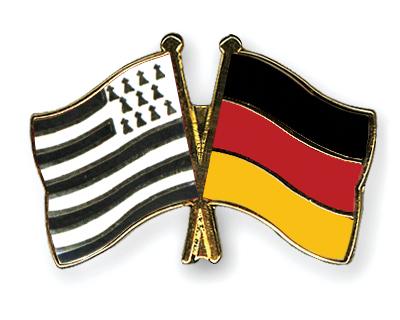 http://www.drapeaux-shop.com/pins-amitie/drapeau-Bretagne/Pins-Bretagne-Allemagne.jpg